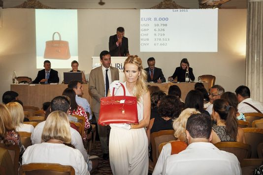 Le sac Birkin vendu 10 400 euros lors de la vente Hermès Vintage d'Artcurial, à Monaco, en 2014.