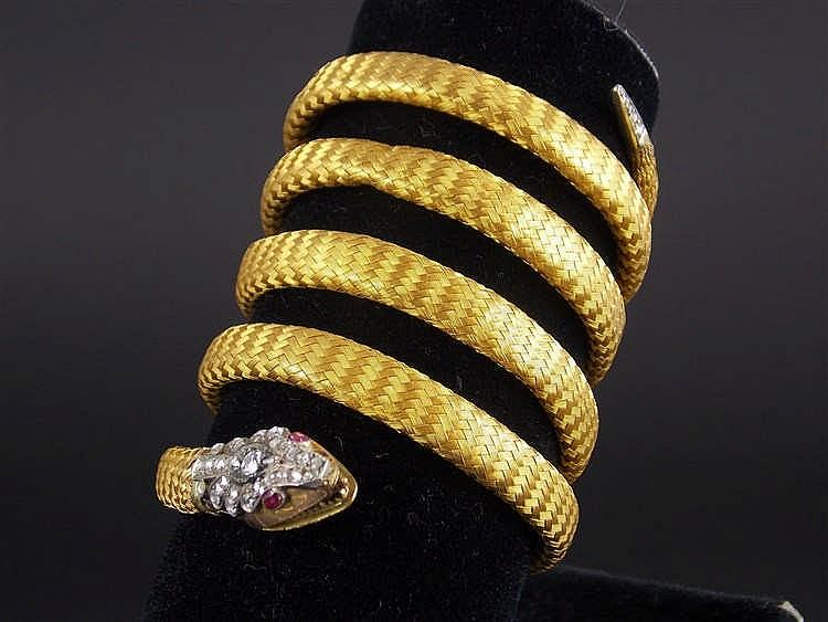 """Pulsera-brazalete en forma de """"serpiente"""" en oro amarillo con brillantes, diamantes y rubíes"""