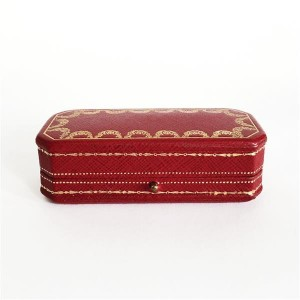 Cartier jewellery case on sale at Tajan with an estimate of € 20-30