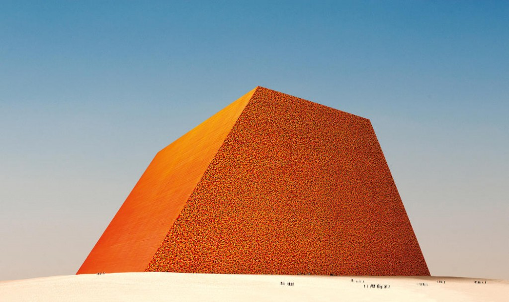 Christo The Mastaba of Abu Dhabi (Project for United Arab Emirates), Scale model 1979, 82.5 x 244 x 244 cm Enamel paint, wood, paint, sand and cardboard Photo: Wolfgang Volz © 1979 Christo