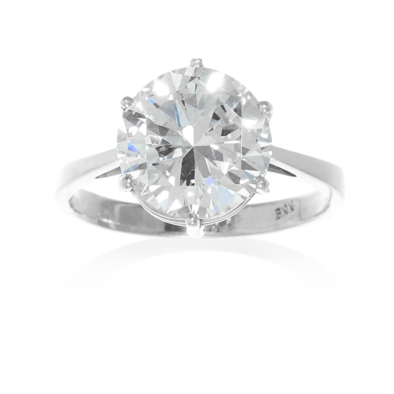 Solitaire Diamond Engagement Ring. Photo: Elmwood's