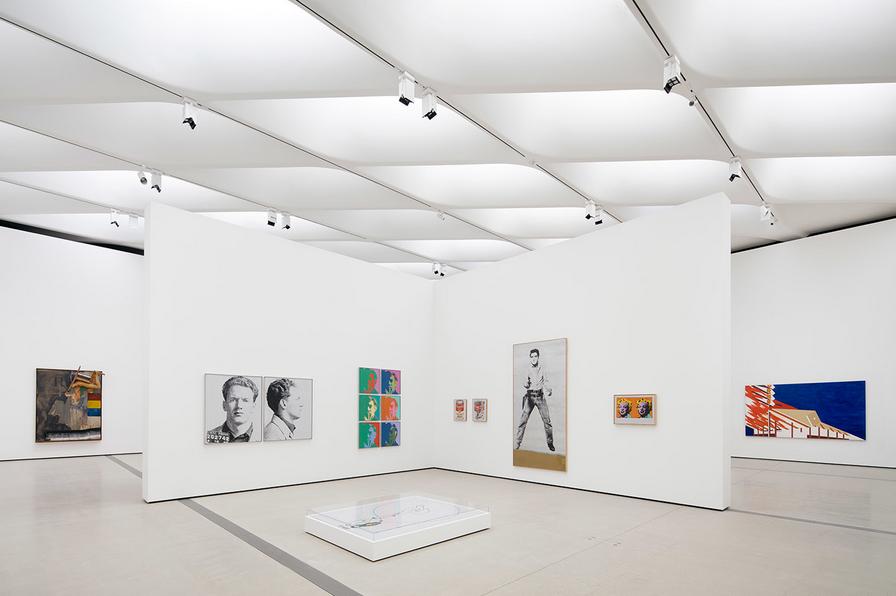 Oeuvres de Robert Rauschenberg, Andy Warhol et Ed Ruscha dans les galeries du 3e étage