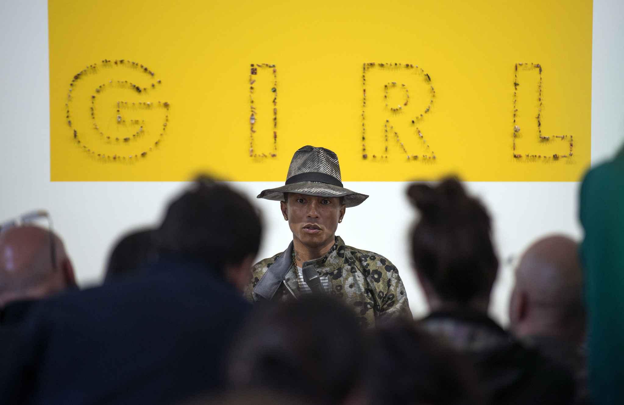 Pharrell Williams, commissaire de l'exposition GIRL à la Galerie Perrotin, le 26 mai 2014  Courtesy Fred Dufour AFP