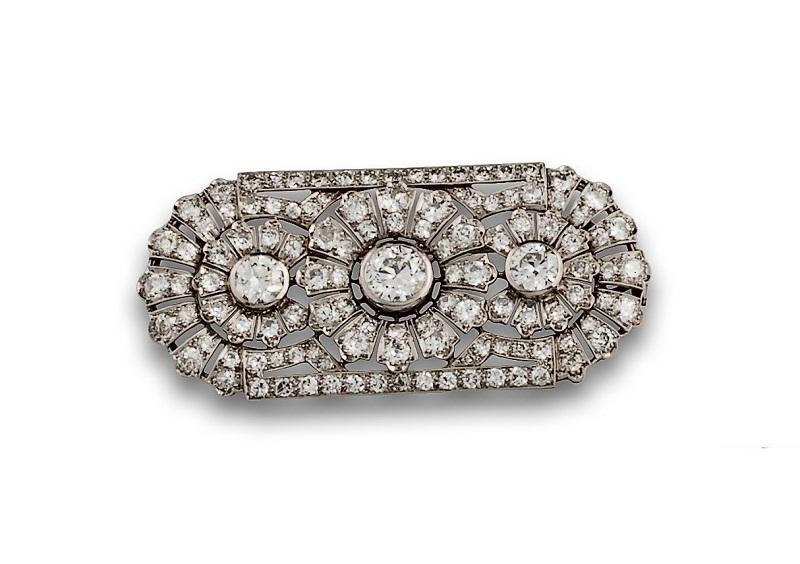 Broche colgante años 20 en oro blanco, diseño de flores con diamantes, talla antigua y brillante