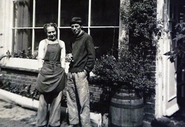 Lucie Rie y Hans Coper. Imagen vía: The Fitzwilliam Museum