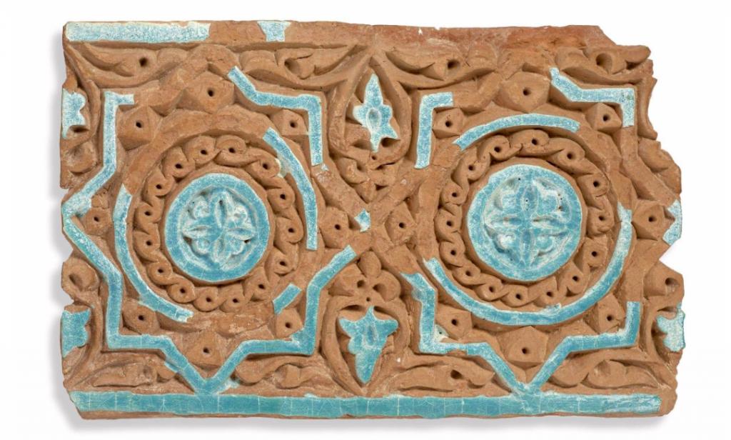 Carreau sculpté, 13e siècle Artcurial