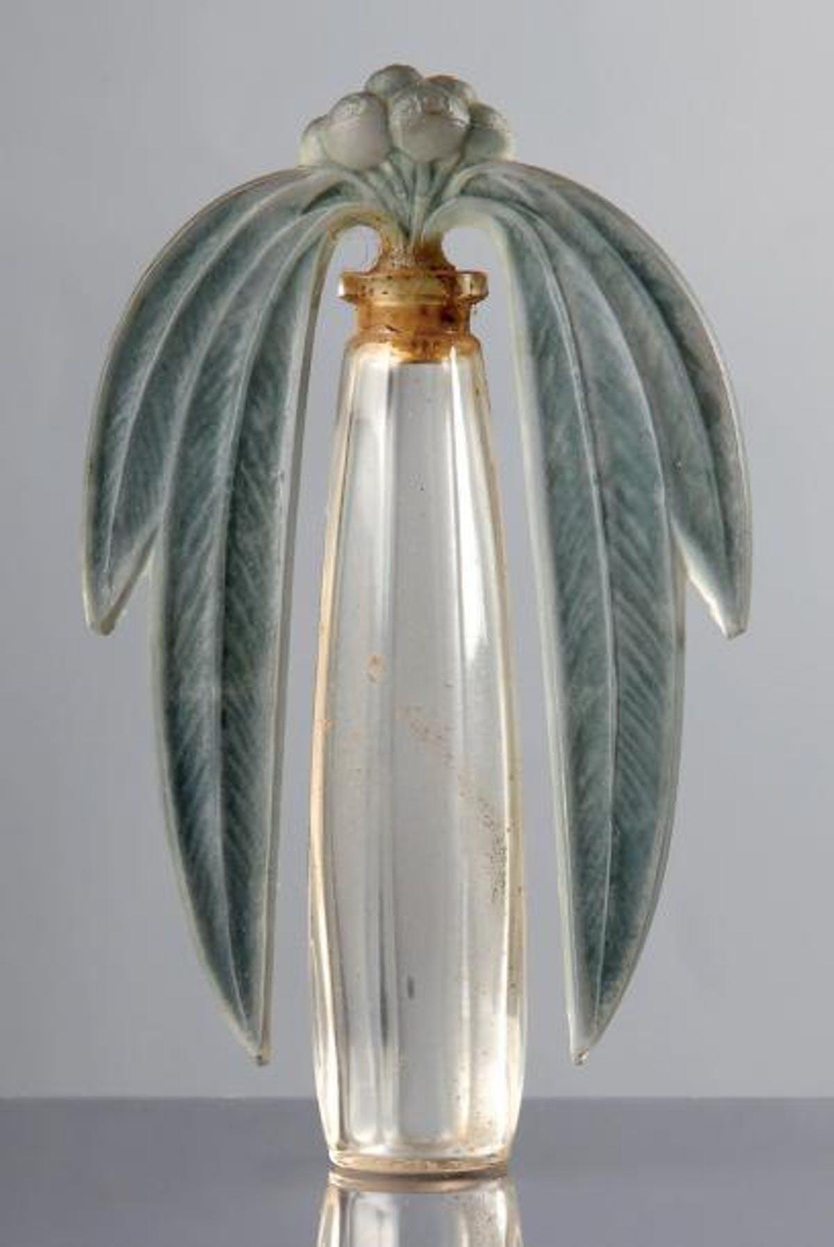 """RENÉ LALIQUE. Botella de perfume """"Eucalyptus"""" (1919). Imagen vía: Barnebys"""