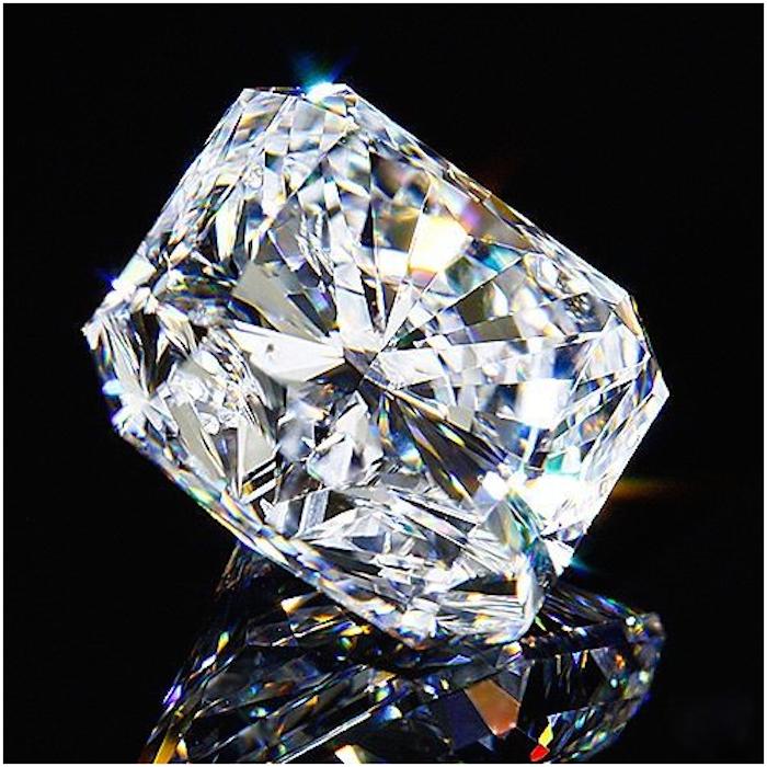 Diamant på 2,15 karat. Auktionen avslutas den 18 december 20.00. Utrop: 483.000 SEK