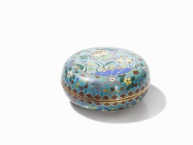 Boîte circulaire cloisonnée et couverte de lotus, dynastie Qing Estimation basse: 2 000 €