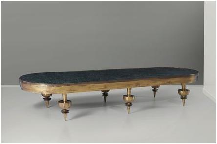 Gio Ponti. Soffbord med träram, mässingstöd och marmorskiva. Utrop: 278 000 SEK Cambi