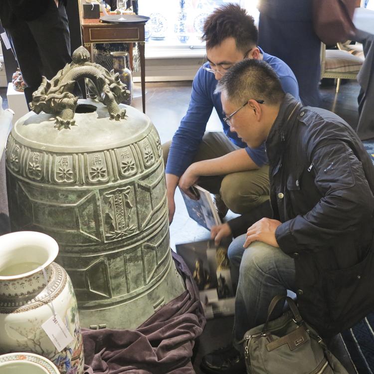Detaljerna i de orientaliska verken är något som bör studeras på nära håll.