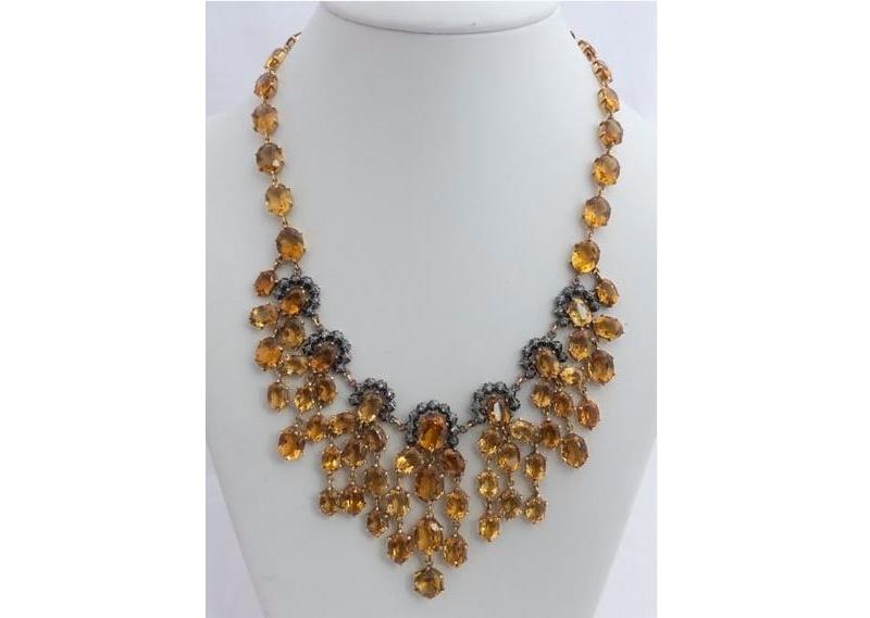 Collar-gargantilla antiguo en oro rosa con topacios y diamantes (siglo XIX)