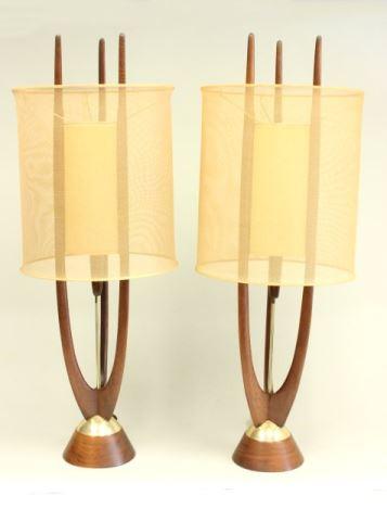 Lampor i teak. Mitte av 1900-talet. Utropspris: 3 300 SEK. Time & Again Galleries