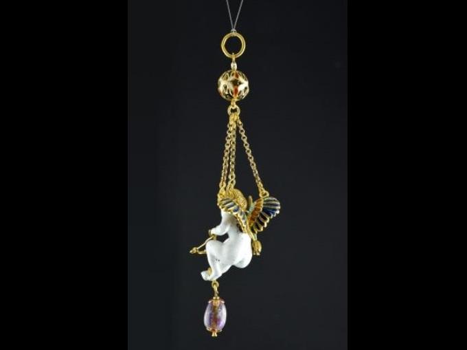 Pinjante con Cupido en oro, piedras y esmaltes