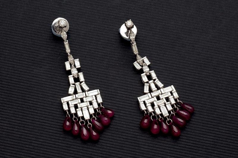 Paar Ohrringe aus Weißgold mit Rubinen und Diamanten Ausrufpreis: 9.000 EUR
