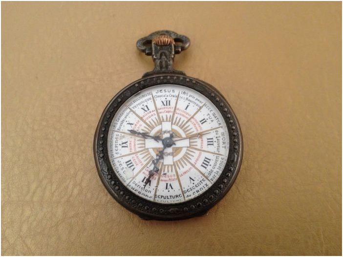 """Hora Christ- """"religiöst"""" fickur i silver, inskription """"Vigilate quia nescitis diem neque horam"""" (""""var på din vakt, för du vet varken dag eller timme [av din död]""""), 1910-20, ovanlig. Utrop: Hos Catawiki"""