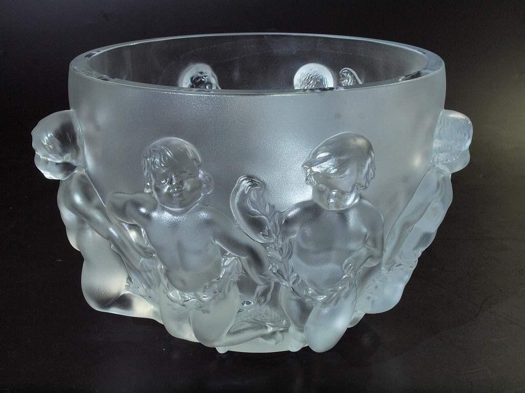"""LALIQUE - Vase """"Luxembourg"""" aus farblosem Kristallglas, H: 21 cm, D: 27 cm, Entwurf: René Lalique 1945 Startpreis: 500 EUR"""