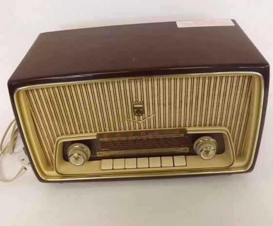 Radio Grundig du milieu du 20ème siècle Keys Estimation basse: 40 €