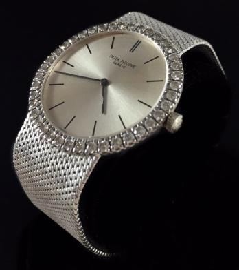 PATEK PHILIPPE - Armbanduhr aus Weißgold mit Brillantbesatz, D: 3 cm Limitpreis: 6.500 EUR