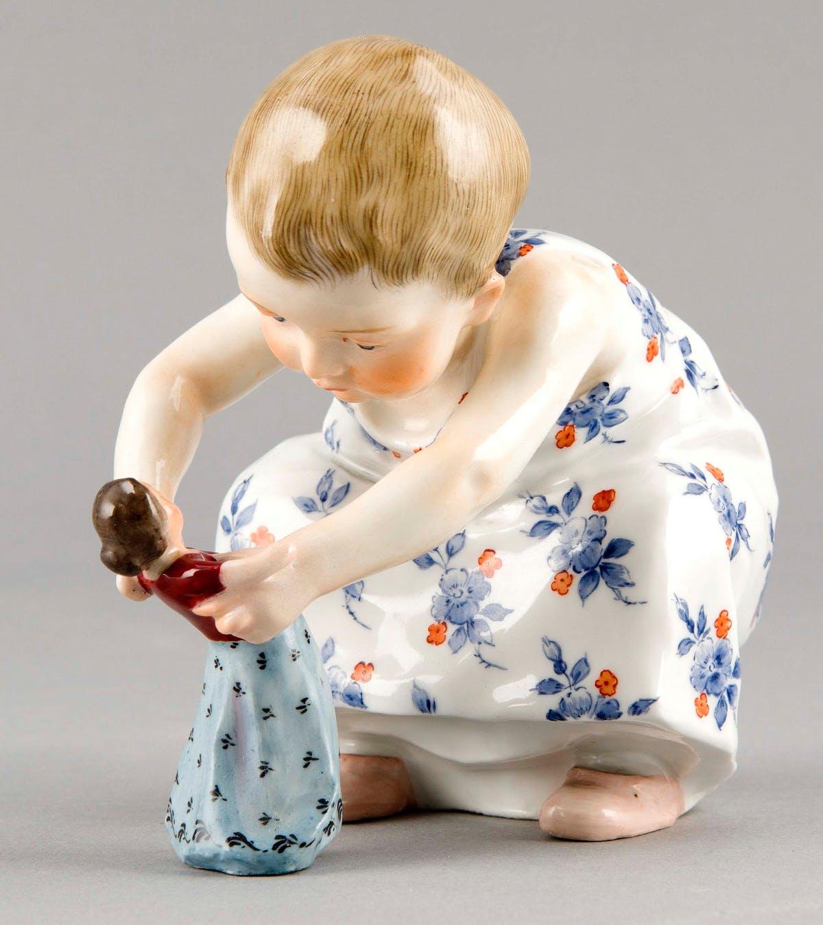 """Hentschel-Kind """"Kind mit Puppe"""", Entwurf Konrad Hentschel 1904   Foto: Historia"""