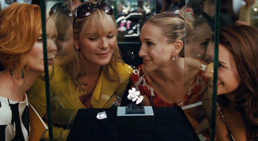 Im Sex and the City-Film von 2008 möchte Samantha Jones einen wertvollen Diamantring ersteigern. Er soll als Symbol für ihren nur durch sie selbst geschaffenen Erfolg dienen | Foto via filmexperience.blogspot.de