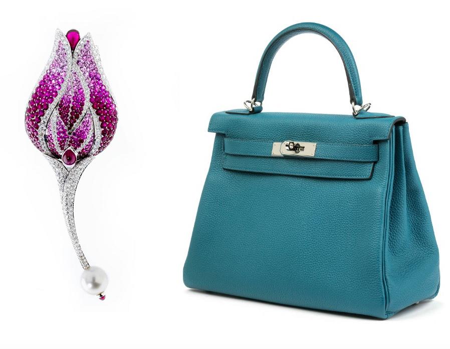 Links: FRED PARIS - Große Blütenbrosche mit Rubinen, Saphiren und Diamanten Rechts: HERMÈS - Hermès Kelly Togo Cobalt Retourne 28 cm