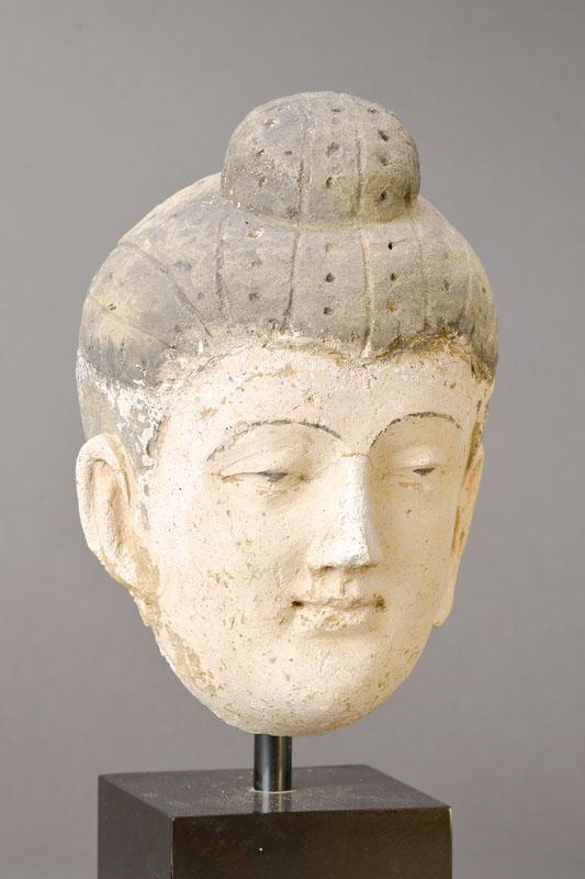 Buddha-Kopf, Gandhara, 6./7. Jh., Kalkstein Mindestgebot: 3.900 EUR
