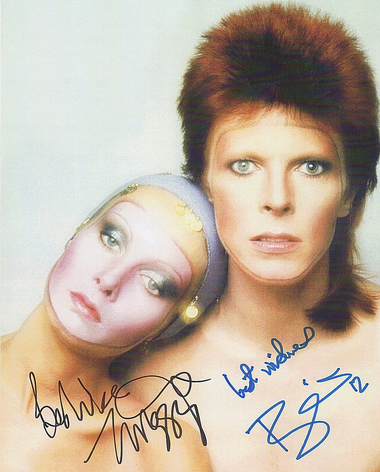 Rare carte signée par David Bowie et Twiggy  Simon Parr's Auction Ltd
