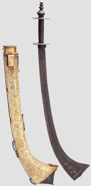 """Sabel dekorerat med förgyllda """"Damaskus blad"""" samt brandförgylld mässing. Utropspris: 167 000 SEK Hermann Historica"""
