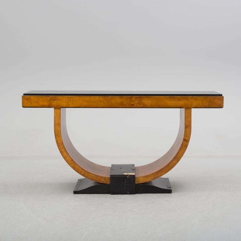 Table, sold at Bukowskis 2016. Photo: Bukowskis.