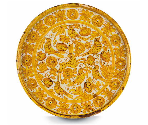 Etagère from Deruta with yellow and brown paint on a white background decorated with flowers, birds and a rabbit, H: 6.8 cm, Diameter: 28.1 cm, mid 17th century. On sale at Cambi Casa d'Aste