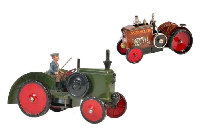 Vorne: Märklin Traktor, handlackiert   Hinten: Märklin Dampf-Traktor