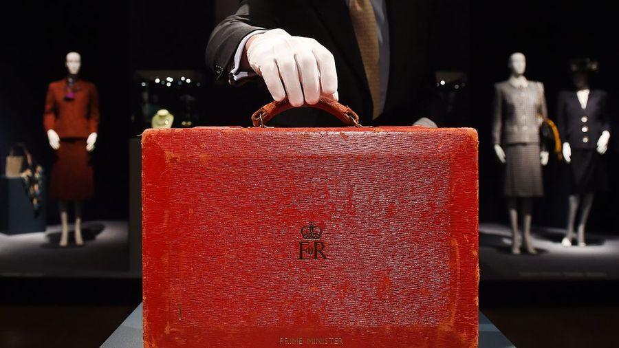 La fameuse valise qui contenait les documents confidentiels des premiers ministres britanniques s'est arrachée pour un montant atteignant 50 à 80 fois son estimation.  Image: Andy Rain - Keystone