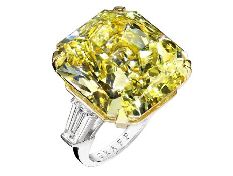 """Le diamant """"Fancy Intense Yellow"""" de 43,59 carats s'est vendu 1 307 600 livres sterling (commission incluse) Image via Fellows"""