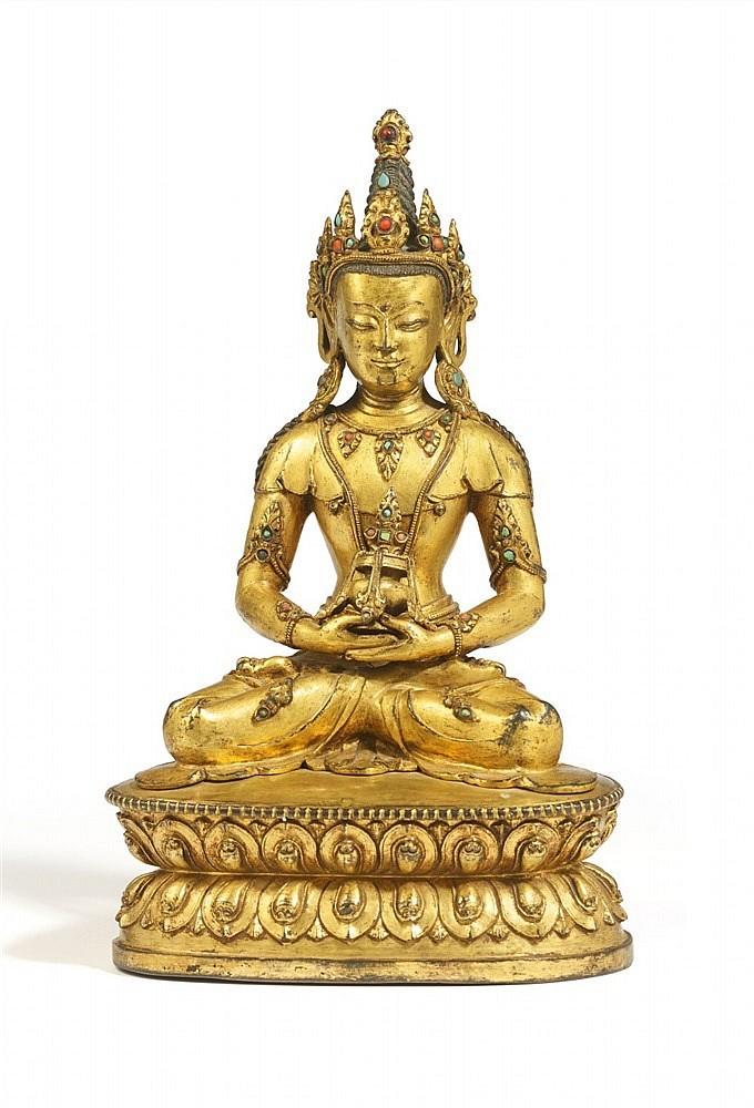 Amitabhabuddha i förgylld brons, H: 22 cm. Tibet, 1700-tal. Utropspris: 280 000 - 370 000kronor.