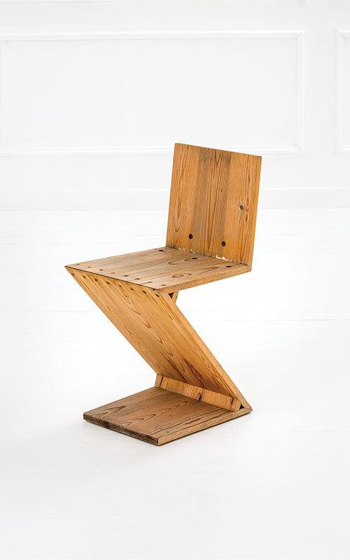 """Gerrit Rietveld - stol """"Zig Zag"""", trä och metall. Nederländerna, 1932. Utropspris: 28,000 SEK. Della Rocca."""