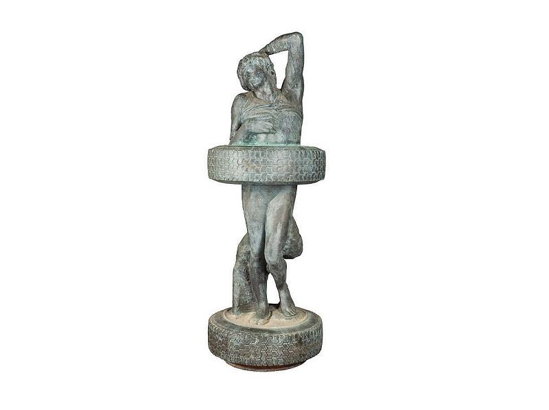 SALVADOR DALÍ. La Venus de los neumáticos. Escultura en bronce