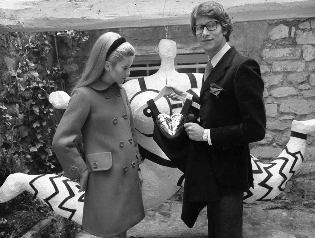 Catherine Deneuve in occasione dell'apertura di un negozio di YSL a Paris, 1966. AP Photo
