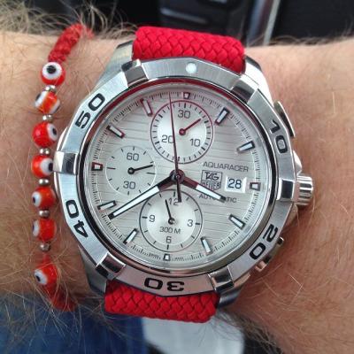 Todays Wristshot: Tag Heuer Aquaracer on a red perlonstrap(photo:whatchsdotcom)!