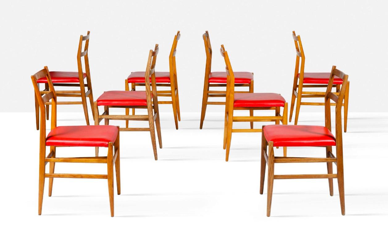 Gio Ponti, suite de 16 chaises dites Leggera, Cassina, 1952, image © Aguttes