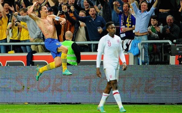 Det är inte alltid Zlatan bjuder på stora gester och ett leende under matcher men dagen med stort D, så bjöd han på båda två