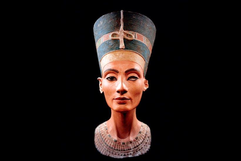 Buste de Nefertiti, reine à la beauté mythique, image via The Spectator