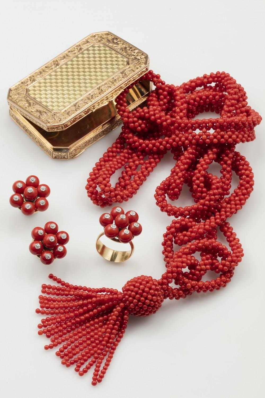 Smycken i korall. Bild: Cambi