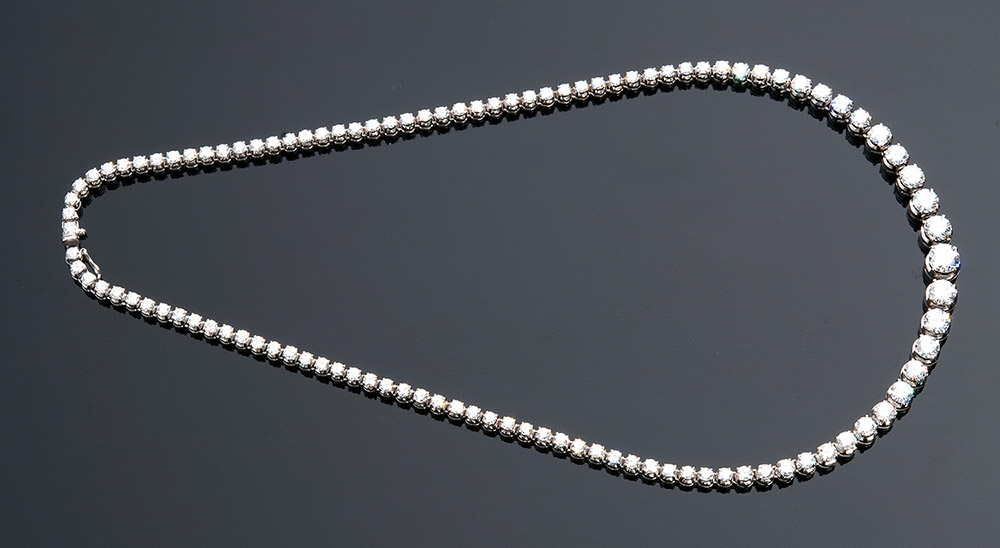 Rivière-Halskette aus Weißgold mit rundgeschliffenen Diamanten (12,10 ct), GIANSANTI, ROME Schätzpreis: 14.000-16.000 EUR Ausrufpreis: 7.000 EUR