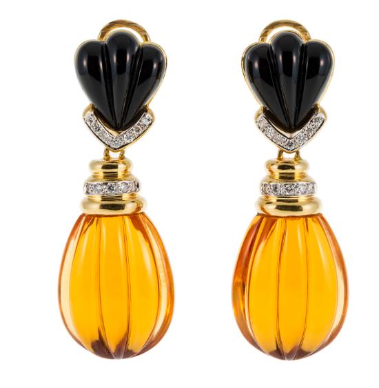 Paire de pendants d'oreilles 2 ors 750 sertie de citrines taille goutte rehaussées de diamants et onyx Piguet Hôtel des Ventes