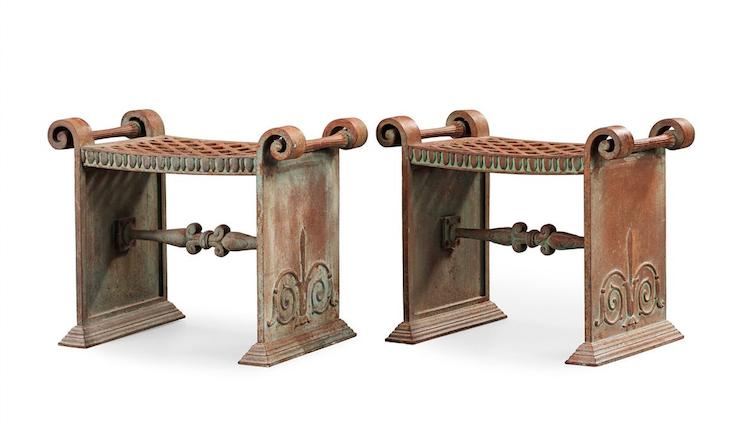 """Folke Bensows """"Taburett Nr 1"""" i gjutjärn från Näfveqvarns Bruk. Paret formgavs ca 1925 och såldes för ett par år sedan på Bukowskis för närmare 400 000 kronor inklusive provision"""
