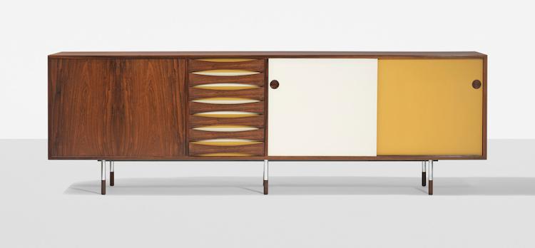 Arne Vodder skåp, model 29A Sibast Furniture, Danmark, 1958. Utropspris 88 400 SEK. https://www.barnebys.se/re/outredirect/195136667