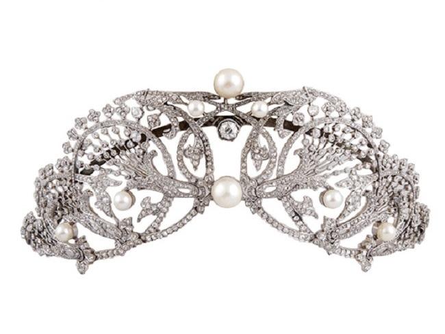 Diadem aus Platin mit Brillanten, Perlen und 1152 Diamanten, 1900 Ausruf: 5.000 EUR