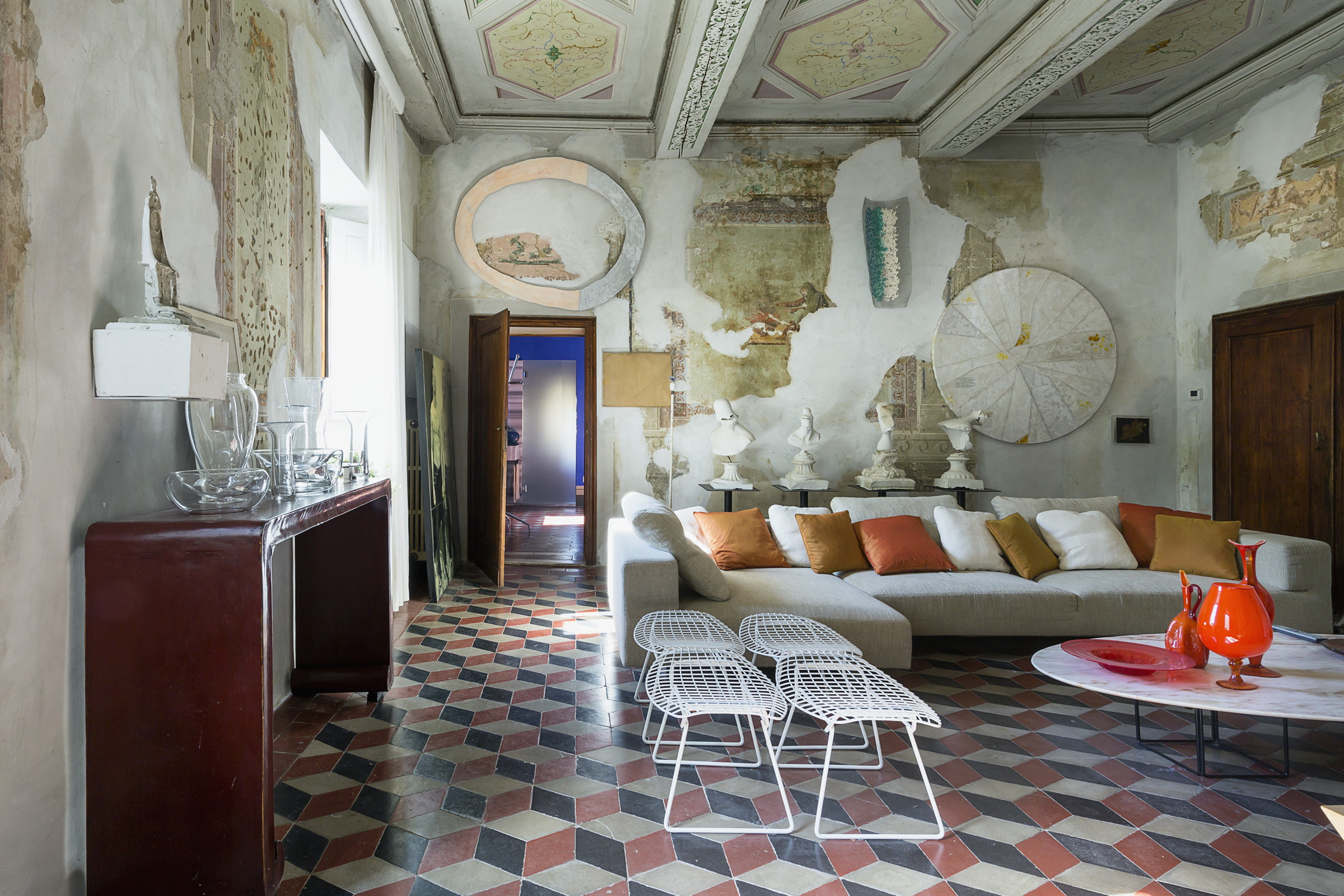 The living room of Villa Gaeta. Photo © Francesca Anichini