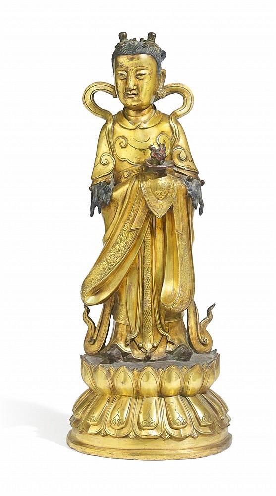 Skulptur av Longnü i förgylld brons. H: 50 cm, 1700-1800-tal. Utropspris: 370 000 - 460 000kronor.